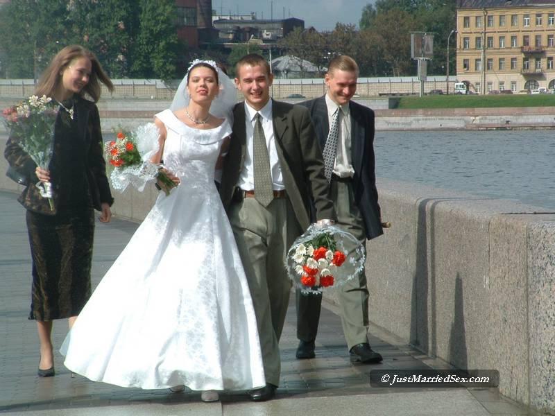 prosmatrivaemoe-video-porno-svadba-russkie